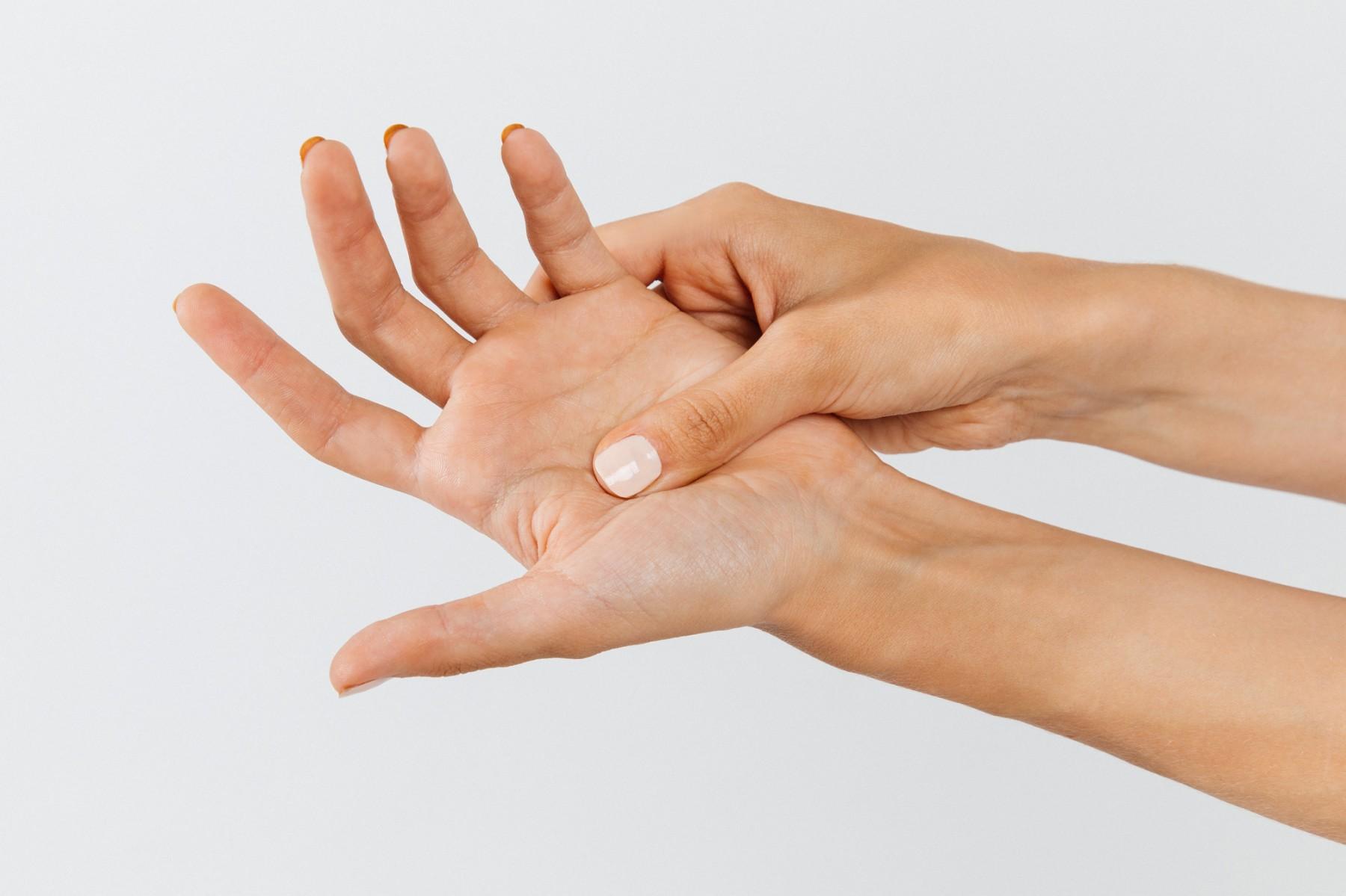 Центр здоров'я Solard - Онемение в руках и ногах у женщины - 33